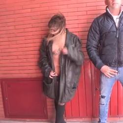 Desnudarse y exhibirse por las calles y llamar al 010 mientras la folla! Melany Kiss dispuesta a todo